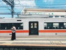 Tren y muchacha de Hanshin Imagen de archivo libre de regalías