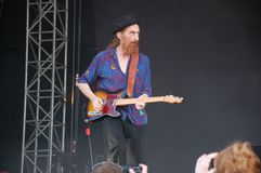 Trencin, Slovaquie - 9 juillet 2011 : Lu Edmonds jouant la guitare vivante avec l'image publique PIL limité, Sex Pistols ex chez  photo libre de droits