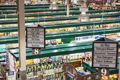 Trend-inställning livsmedelsbutik Arkivbild