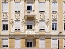 Trendig fasad i Merano nära Royaltyfri Fotografi