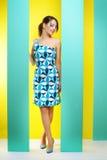 Trendig flicka i en kort klänning Fotografering för Bildbyråer