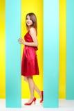 Trendig flicka i en röd klänning Arkivbild