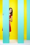 Trendig flicka i en röd klänning Arkivfoto