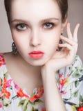 Trendig flicka med smink Royaltyfria Bilder