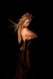 trendig flicka som målar nätt hud Arkivfoton