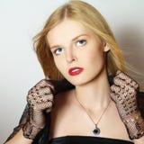 trendig flickastående Royaltyfria Bilder