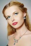 trendig flickastående Fotografering för Bildbyråer
