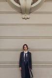 Trendig kvinna, härlig modell In Fashion Clothes i gata fotografering för bildbyråer
