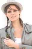 Trendig kvinna i hatt Fotografering för Bildbyråer