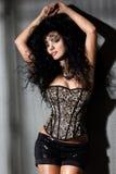 Trendig kvinna med långt hår Royaltyfria Bilder