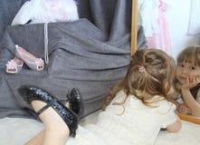 Trendig liten flicka Royaltyfria Bilder