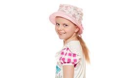 Trendig liten gullig flicka i skjortan och hatten som isoleras på vit bakgrund royaltyfri fotografi