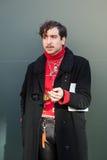 Trendig man som poserar på veckan för mode för Milan Men ` s Royaltyfria Foton