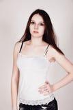 Trendig modell i jeans och vitöverkant Arkivbilder