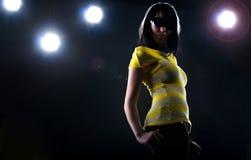 Trendig modell på etapp Royaltyfria Bilder