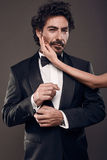 Trendig stående av eleganta sexiga par i studio Arkivfoton