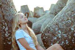 Trendig ung flicka Royaltyfri Fotografi