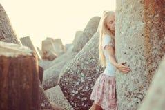 Trendig ung flicka Royaltyfria Bilder