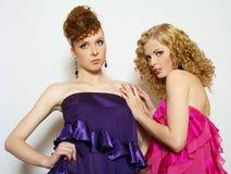 trendiga flickor sexiga två Fotografering för Bildbyråer