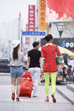 Trendiga ungar i centret, Changchun, Kina arkivbilder