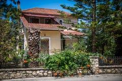 Trendigt grekiskt hus Arkivbild