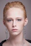 Trendy jonge vrouw stock foto's