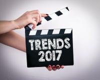 Trendy 2017 Kobieta wręcza mienie filmu clapper Obrazy Stock