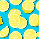 Trendy minimal summer seamless pattern with whole, sliced fresh fruit lemon on color background. Vector illustrations stock illustration