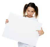 Trendy young girl holding to a blank card Royalty Free Stock Photos