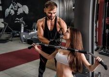 Trener i młoda sporty dziewczyna fotografia stock
