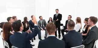 Trener pyta pytania uczestnicy szkolenie obrazy royalty free