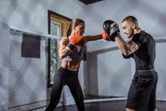 Trenera i kobiety bokser zdjęcie royalty free