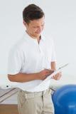 Trenera writing w schowku przy gym szpitalem Zdjęcie Royalty Free