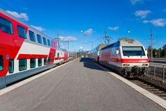 Trenes de pasajeros en Helsinki, Finlandia Fotografía de archivo libre de regalías
