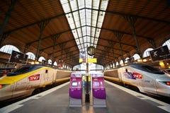 Trenes del TGV en la plataforma de Gare de l'Est Imagen de archivo libre de regalías