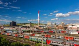 Trenes en el ferrocarril foto de archivo libre de regalías