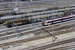Trenes en Ginebra en Suiza Fotos de archivo
