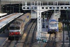 Trenes en la estación de Lazare del santo de París Imagenes de archivo
