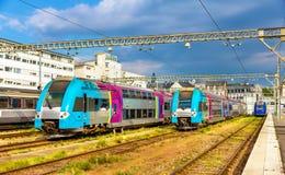 Trenes expresos regionales en la estación de los viajes imagen de archivo libre de regalías