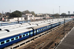Trenes interurbanos indios del durmiente Fotografía de archivo
