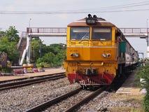 Trenes que esperan a pasajeros Imagen de archivo libre de regalías