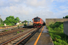 Trenes suburbanos en Tailandia Imagenes de archivo