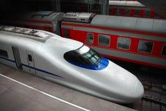 Treni all'interno della stazione Fotografia Stock