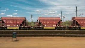 Treni del carico nel vecchio deposito di treno stock footage