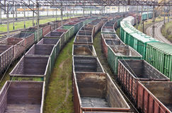 Treni merci sullo scalo merci della città Fotografia Stock Libera da Diritti