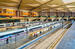Treni moderni alla stazione di Saragozza-Delicias, Spagna Fotografia Stock