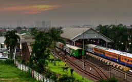 Treni nella stazione ferroviaria di Bandung Fotografie Stock Libere da Diritti