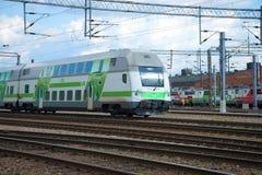 Treni passeggeri diesel moderni a due piani del primo allenatore alla stazione ferroviaria di Kouvola Immagine Stock