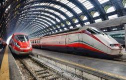 Trenitalia Frecciarossa (rode pijl) op Milan Central Station/ Stock Fotografie