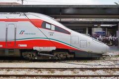 Trenitalia prędkości wysoki pociąg w Włochy obrazy royalty free